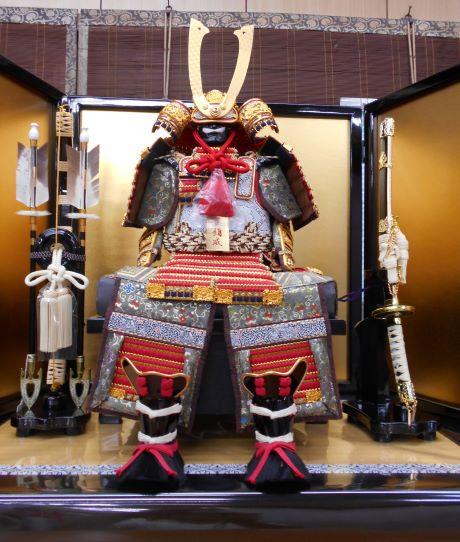 赤糸縅大鎧源義経用 5号/赤糸縅大鎧是源義經用的5號鎧甲の画像。
