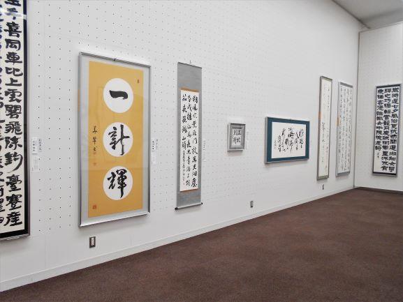台東書道連盟の理事先生方の作品の画像。