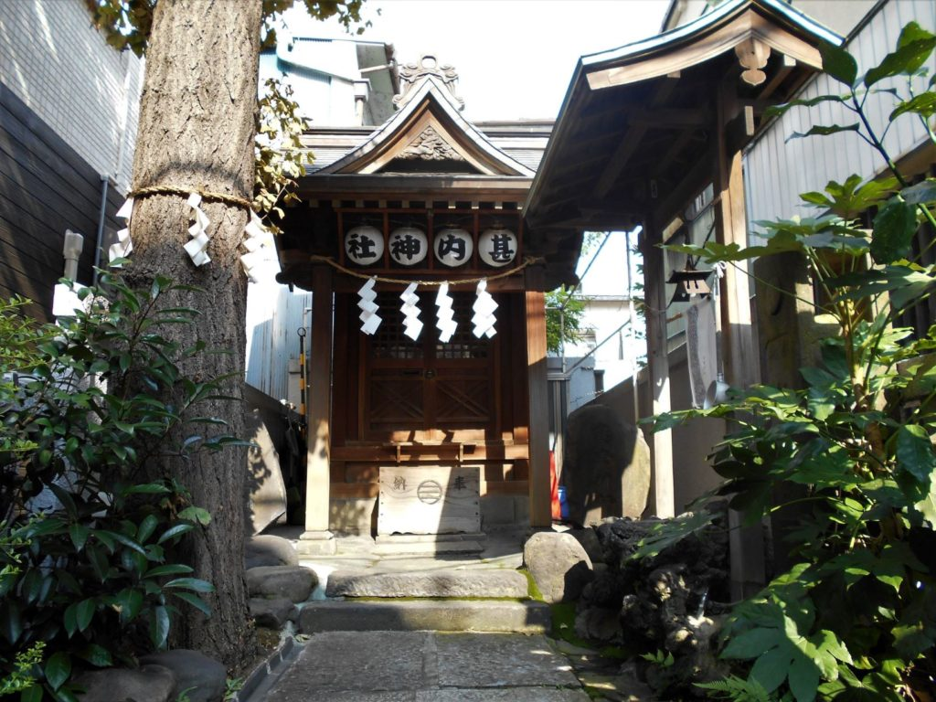 甚内神社本殿の画像。