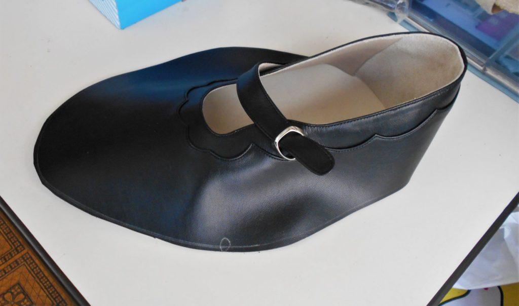 出来上がった靴の上半の画像。