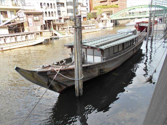 柳橋に残る木造屋形船の画像