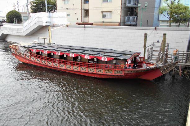将軍の御座船をモチーフにした現在の屋形船の画像。