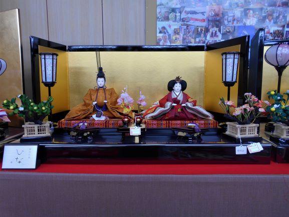 昇玉店内のお雛様の画像。