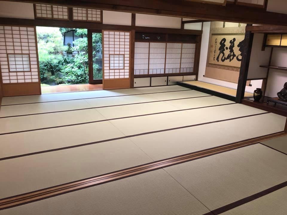 金井さん作の畳を使用した和室の映像。