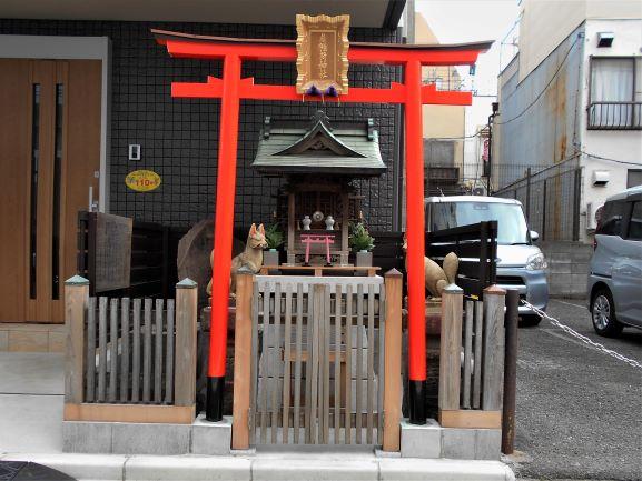 2019年に改築された扇稲荷神社の画像