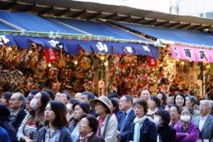 多くの人で賑わう鷲神社の酉の市の画像
