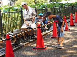 下町っ子祭でのミニSL運行状況の画像。