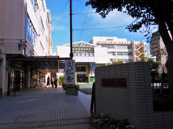 文化祭開催中の浅草中学校