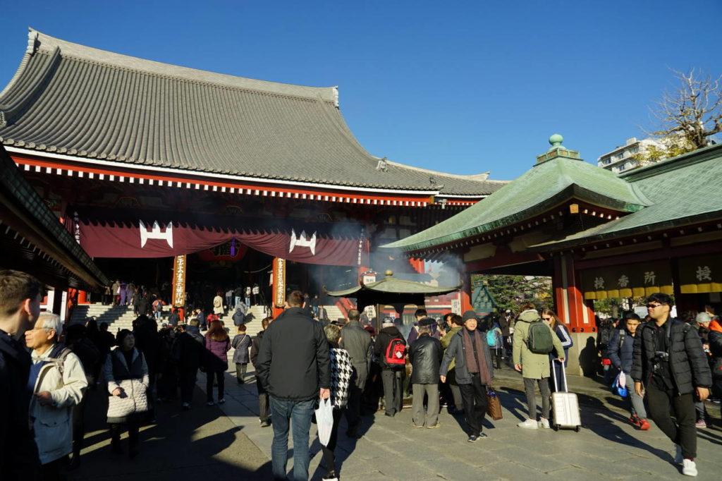 浅草羽子板市開催中の浅草寺本堂の画像 写真提供:守山泰弘さん