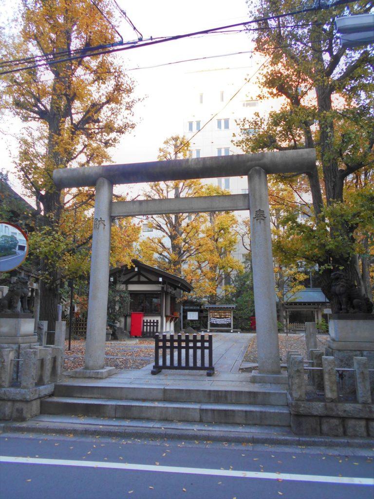 地域の隠れた黄葉スポット①榊神社の画像。