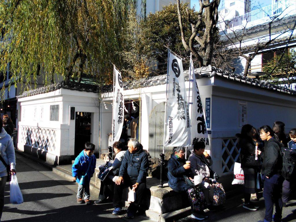 吉良祭開催中の本所松坂町公園の画像。