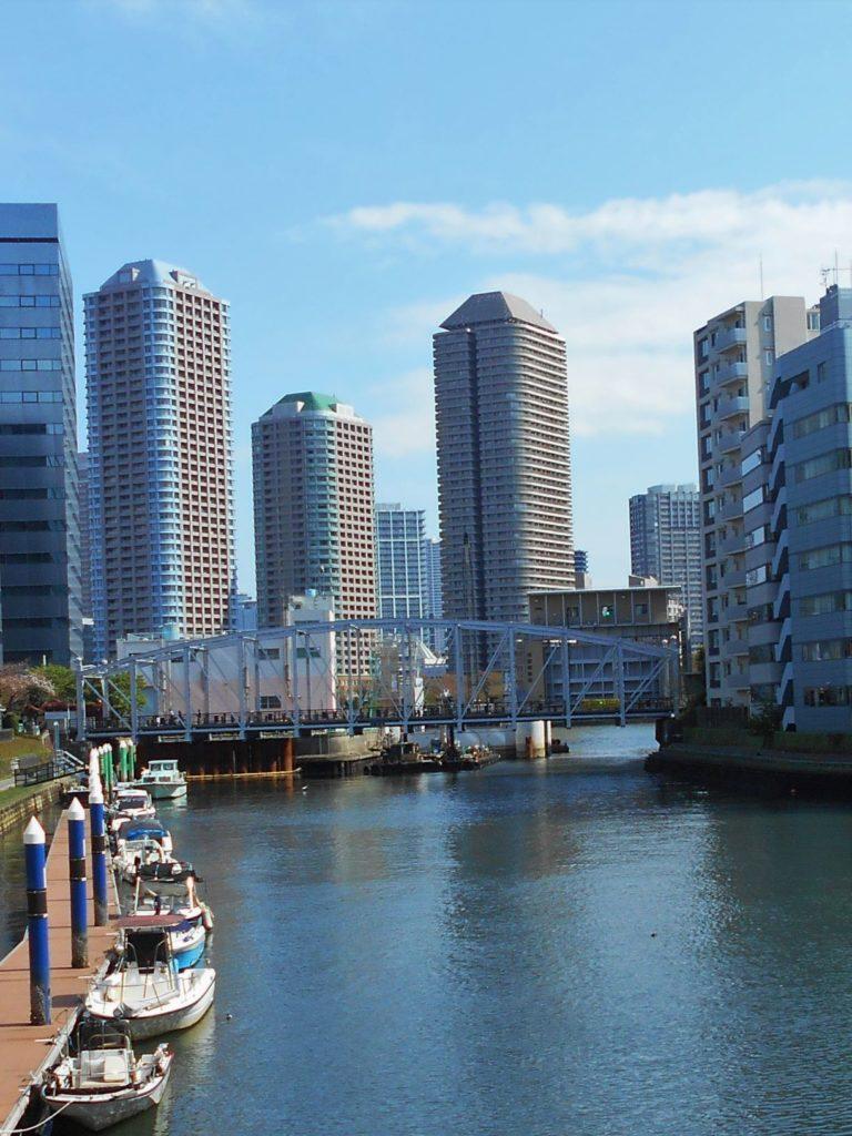 南高橋と亀島川水門の画像。