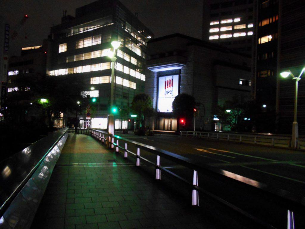 夜の鎧橋の画像。