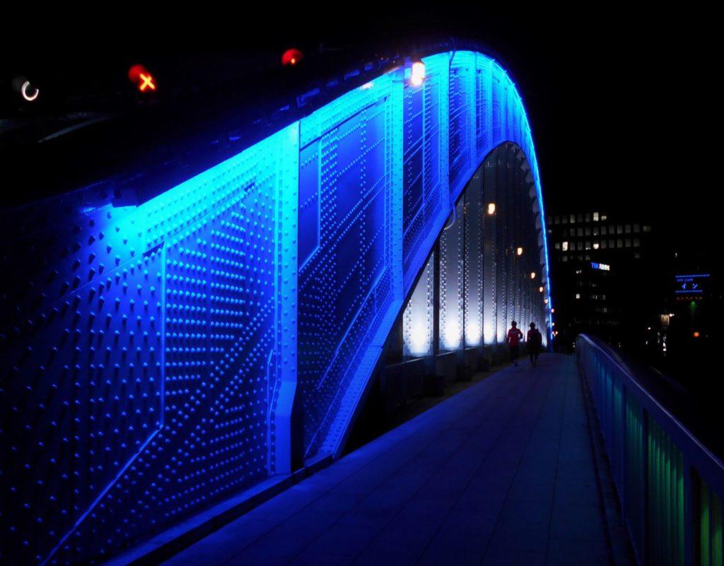 永代橋の夜景の画像。