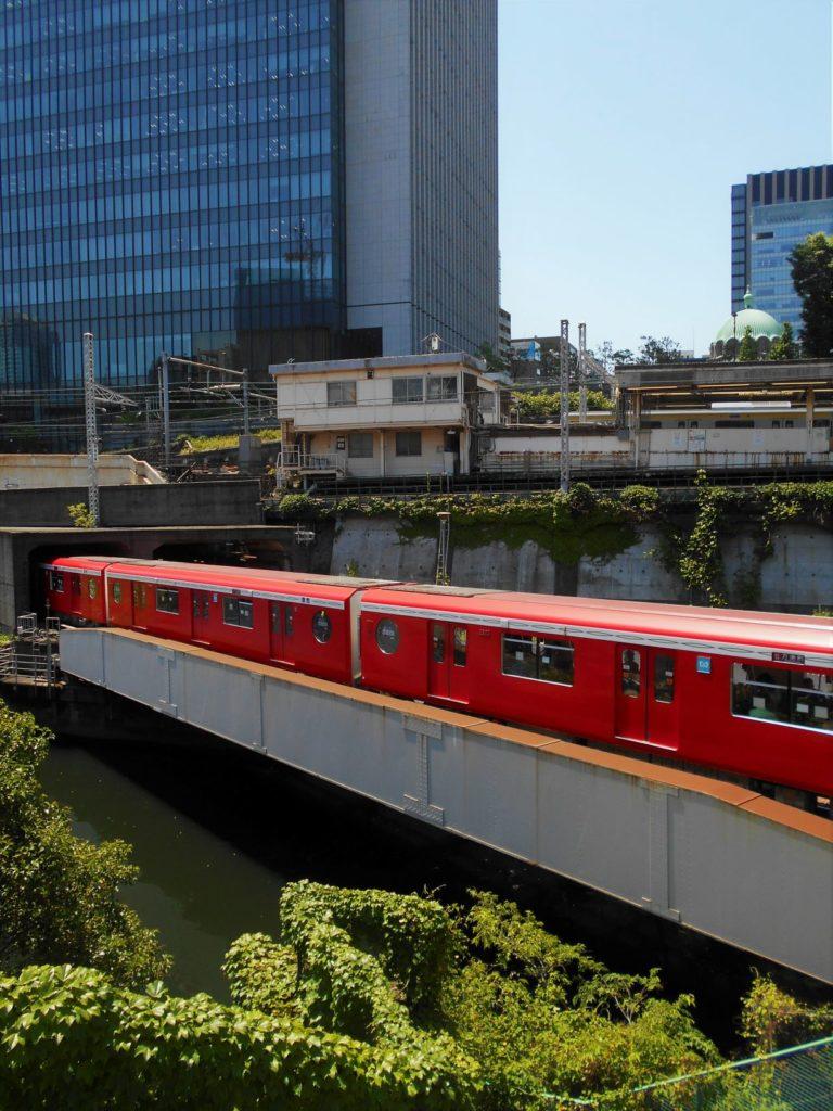 地下鉄丸ノ内線神田川橋梁の画像。
