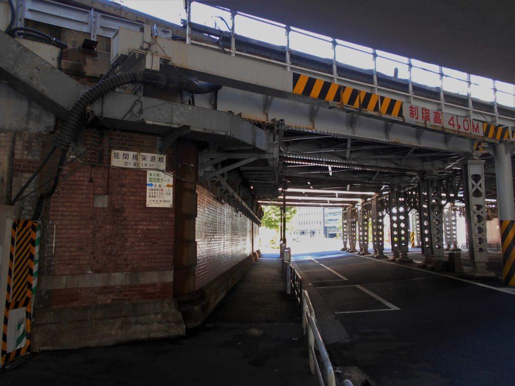 JR龍閑架道橋の画像。