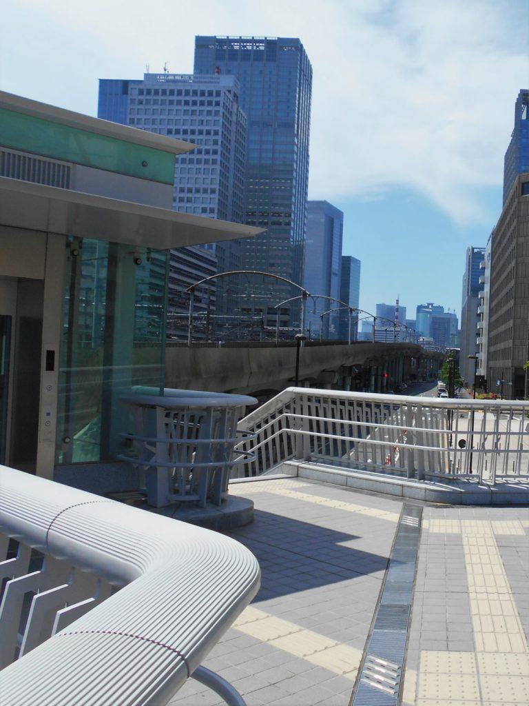 竜閑さくら橋から見た東京駅の画像。
