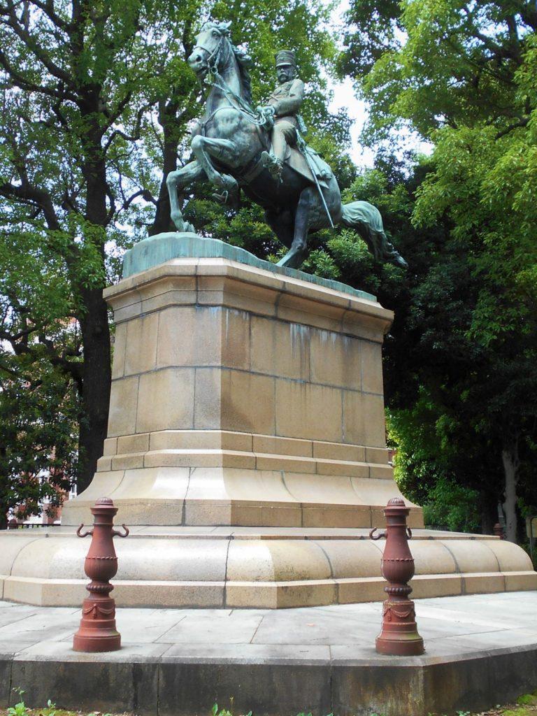 北白川宮能久親王の銅像の画像。