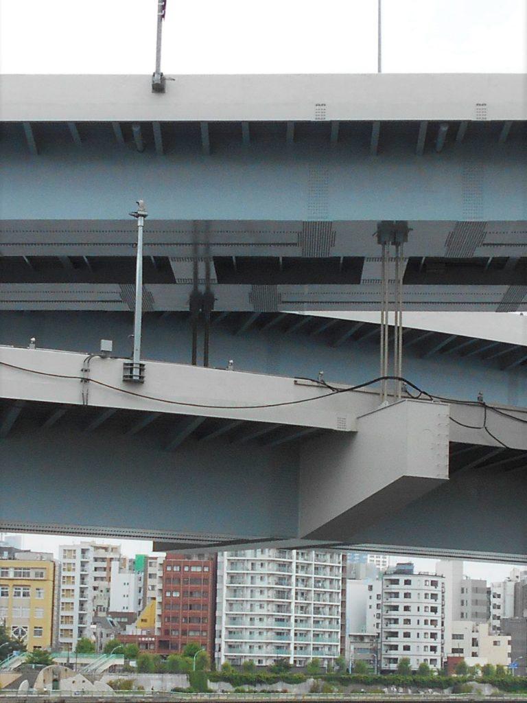 首都高速両国大橋のケーブルの画像。