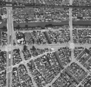 昭和21年撮影の大和橋周辺の航空写真(国土地理院Webサイトより)の画像。