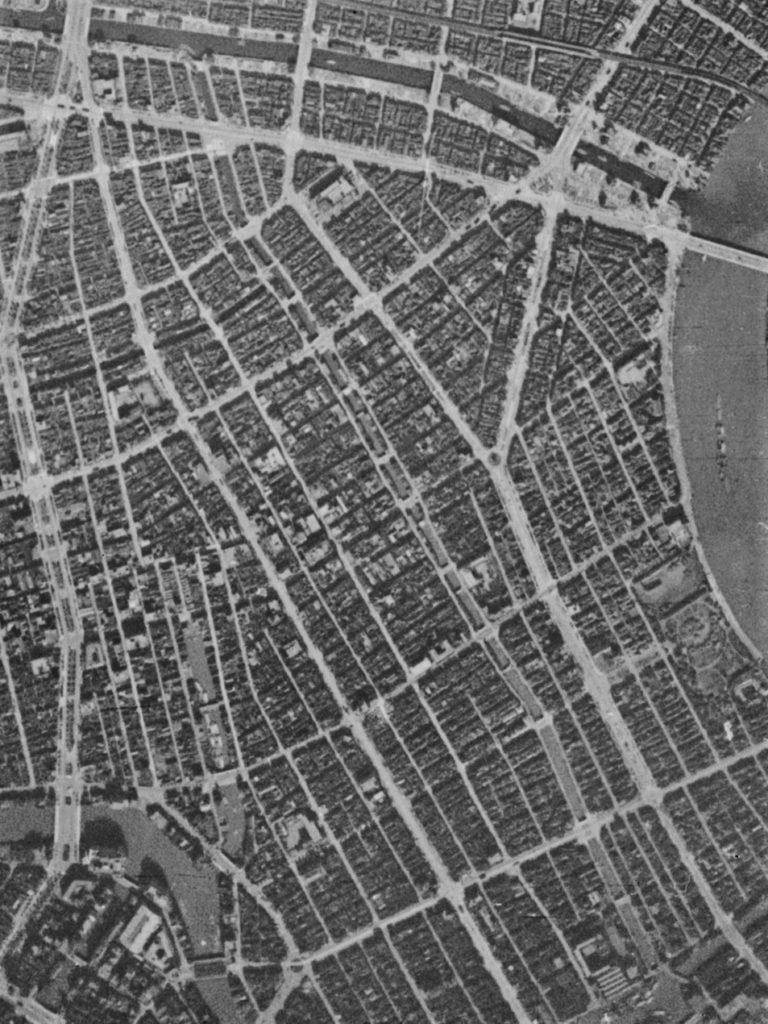 昭和19年撮影の空中写真(国土地理院Webサイトより、8921-C2-19 浜町川部分)の画像。
