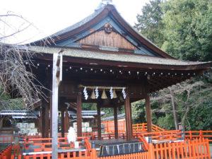 建勳神社拝殿(Wikipediaより2020.8.18ダウンロード)の画像。