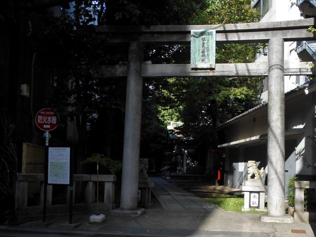 銀杏岡八幡神社境内の画像。