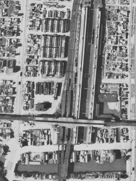 昭和22年の秋葉原駅空中写真(USAーM389-100)の画像。