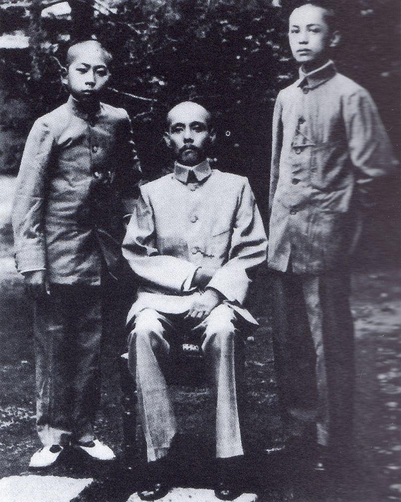 堀親広(写真中央)(Wikipediaより20210323ダウンロード)の画像。