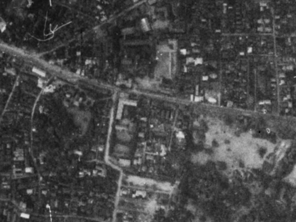 昭和11年撮影空中写真(国土地理院Webサイトより、B7-C3-71〔部分〕)の画像。