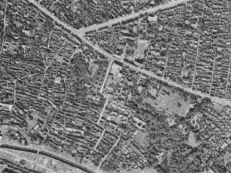 昭和19年撮影空中写真(国土地理院Webサイトより、8921-C6-145〔部分〕) の画像。
