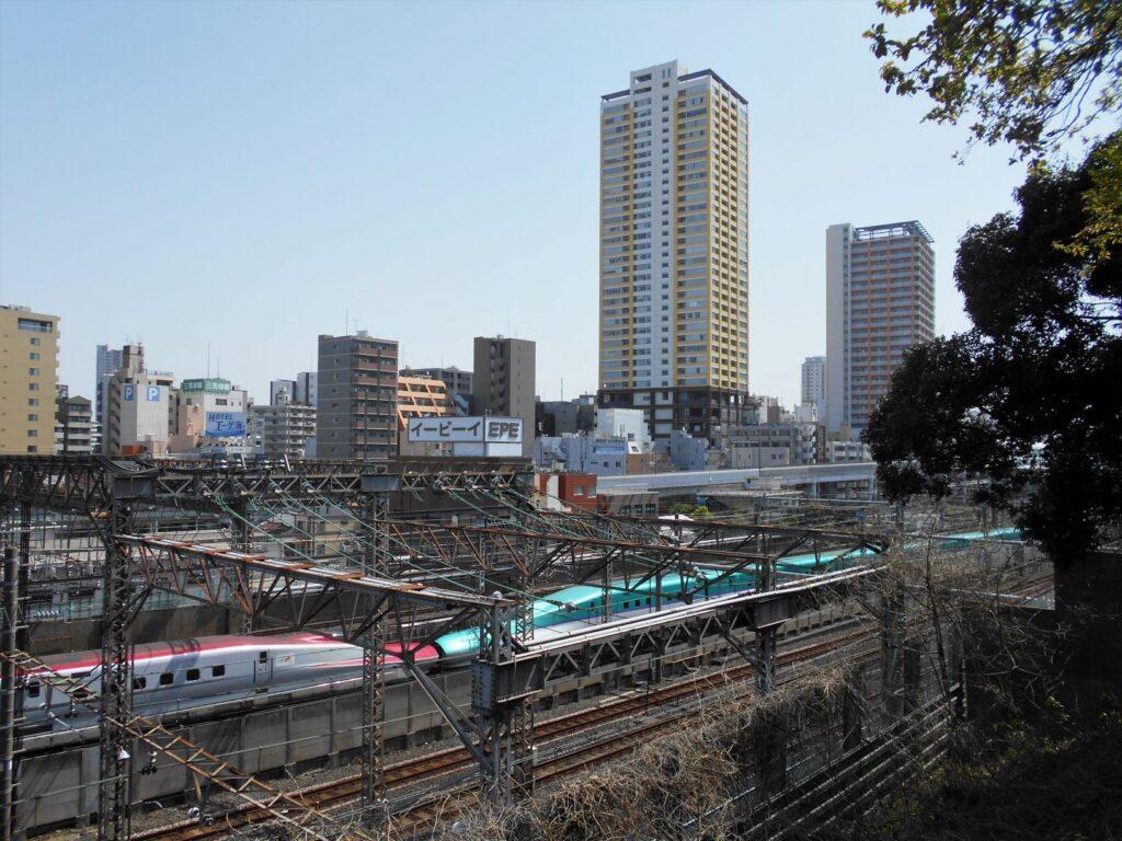 諏方の台から日暮里駅方面を望む風景の画像。