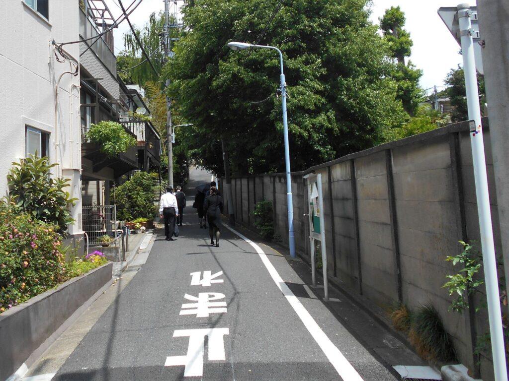 三浦坂(阪下から)の画像。