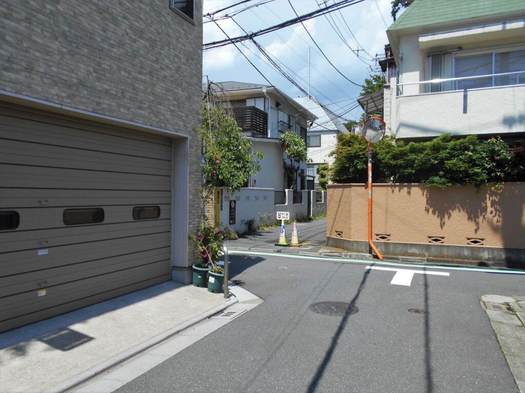 下谷区上野桜木町38番地(現在の台東区上野桜木2丁目)屋敷跡の現況画像。