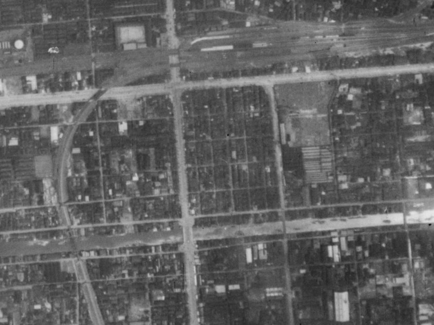 仁正寺藩下屋敷跡付近、昭和11年撮影空中写真(国土地理院Webサイトより、B4-C4-61〔部分〕) の画像。