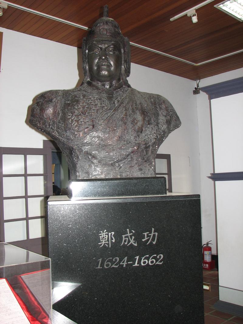 安平古堡の鄭成功像(Wikipediaより20210828ダウンロード)の画像。