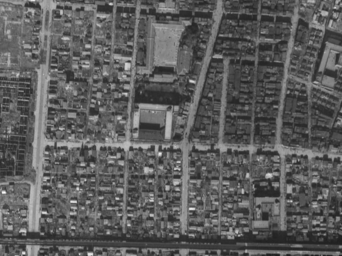 昭和22年撮影柳北小学校付近空中写真(国土地理院Webサイトより、USA‐M698-95〔部分〕) の画像。