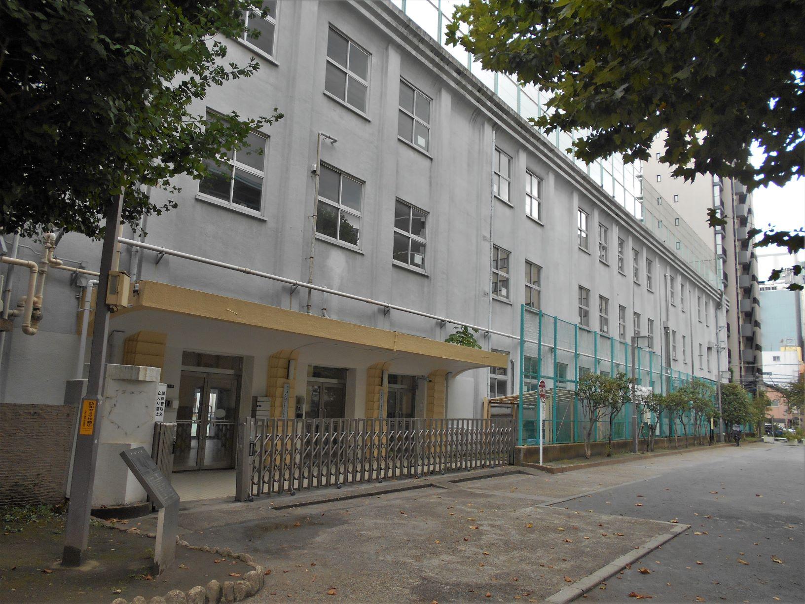 旧柳北小学校校舎の画像。